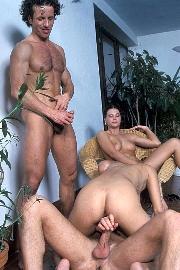 Gratis Gruppensex Bilder mit scharfen Porno Girls